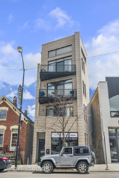 Condo/Townhouse For Sale: 2125 North Damen Avenue #4