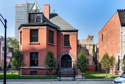 Single Family Home For Sale: 1236 North Astor Street
