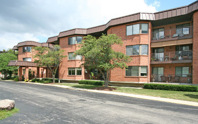 Willowbrook Condo/Townhouse For Sale: 6401 Clarendon Hills Road #100