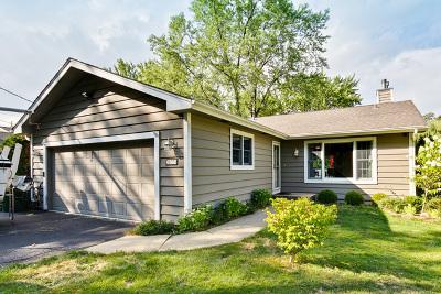 Mundelein Single Family Home For Sale: 26779 North Oakdale Lane