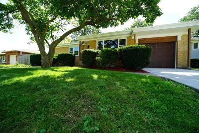 Morton Grove Single Family Home For Sale: 5427 Cleveland Street