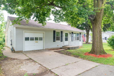 Montgomery Single Family Home For Sale: 483 North River Street