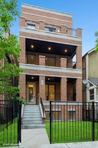 Condo/Townhouse New: 832 West Altgeld Street #1