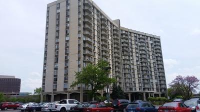 Oak Brook Condo/Townhouse For Sale: 40 North Tower Road #4E