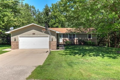 Mackinaw Single Family Home Price Change: 872 Heritage Drive
