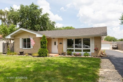 Shorewood Single Family Home For Sale: 318 Arrowhead Drive