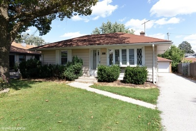 Hickory Hills Single Family Home For Sale: 9321 South 81st Avenue