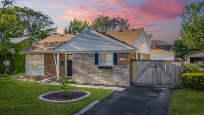 Morton Grove Single Family Home For Sale: 7432 Churchill Street