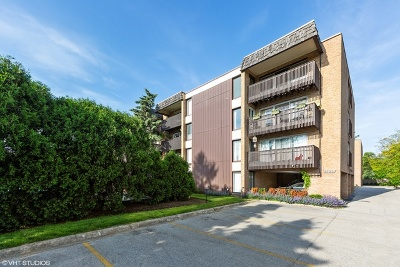 Glenview Condo/Townhouse For Sale: 1915 Tanglewood Drive #4D