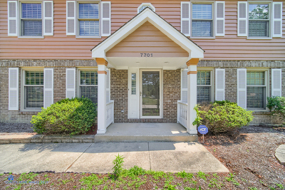 Downers Grove Single Family Home For Sale: 7701 Queens Court