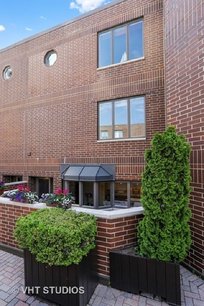 Condo/Townhouse For Sale: 1720 North Lasalle Drive #22