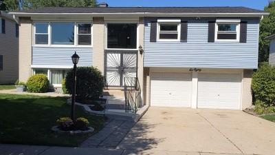 Des Plaines Single Family Home For Sale: 680 Waikiki Drive