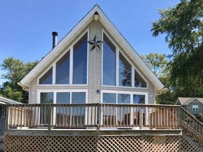 McHenry Single Family Home For Sale: 209 North Emerald Drive