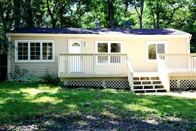 Lake In The Hills Single Family Home For Sale: 309 Locust Street