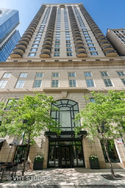 Condo/Townhouse New: 10 East Delaware Place #15A