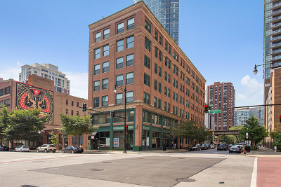 Condo/Townhouse For Sale: 900 South Wabash Avenue #302