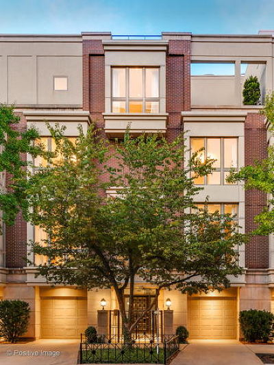 Condo/Townhouse New: 104 West Delaware Place