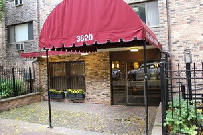 Condo/Townhouse New: 3620 North Pine Grove Avenue #410