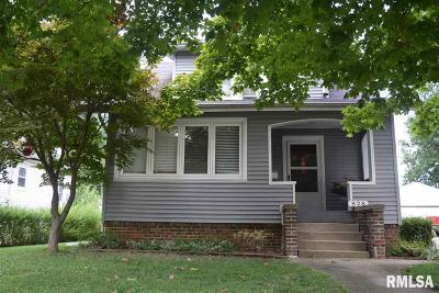 Jacksonville IL Single Family Home For Sale: $77,750