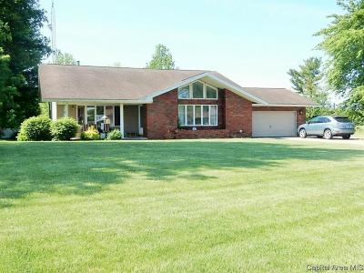 Taylorville Single Family Home For Sale: 1512 Mary Elizabeth