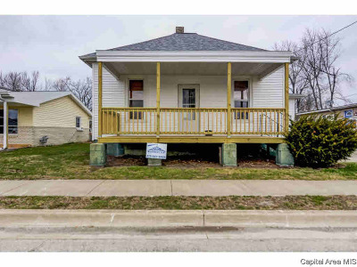 Single Family Home For Sale: 813 W Adams