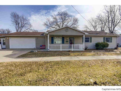 Taylorville Single Family Home For Sale: 900 E Elm