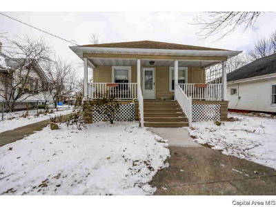 Single Family Home For Sale: 106 Henry