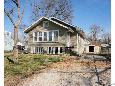 Taylorville Single Family Home For Sale: 1207 W Adams