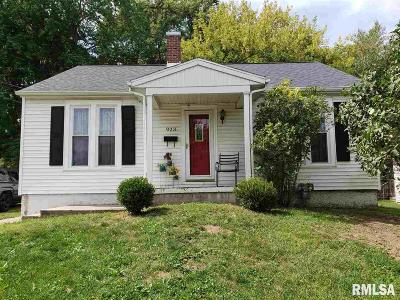Jacksonville IL Single Family Home For Sale: $67,900
