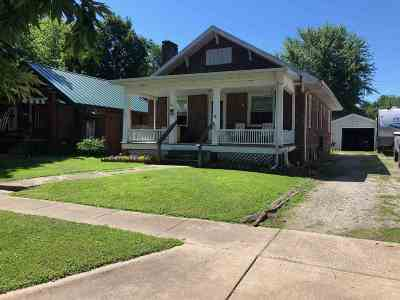 Taylorville IL Single Family Home For Sale: $49,900