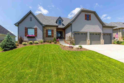 Le Claire Single Family Home For Sale: 18 Country Club