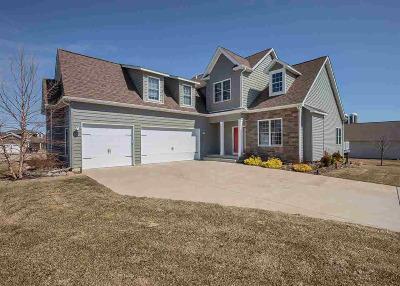 Le Claire Single Family Home For Sale: 9 Blackstone