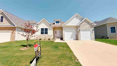 Le Claire Single Family Home For Sale: 11 Greystone