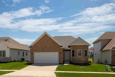 Le Claire Single Family Home For Sale: 8 Greystone