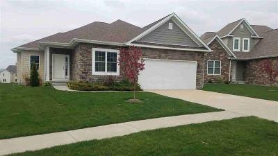 Le Claire Single Family Home For Sale: 108 Cobblestone