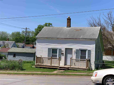 Davenport Single Family Home For Sale: 820 N Division
