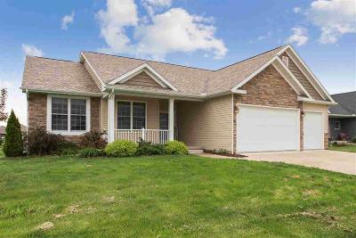 Le Claire Single Family Home For Sale: 6 Blackstone