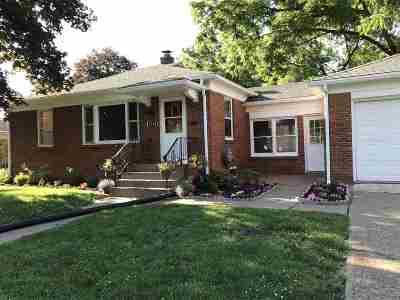 Bettendorf Single Family Home For Sale: 2744 Glenn