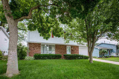 Bettendorf Single Family Home For Sale: 2305 18th