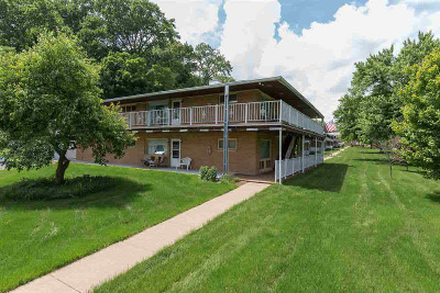 Bettendorf Single Family Home For Sale: 1104 Kimberly