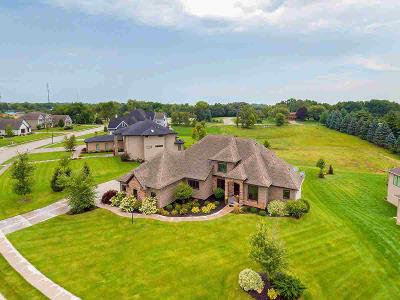 Bettendorf Single Family Home For Sale: 3967 Grayhawk