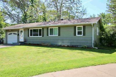 Bettendorf Single Family Home For Sale: 1119 Crestview
