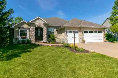 Bettendorf Single Family Home For Sale: 5816 Cardinal