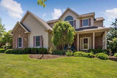 Bettendorf Single Family Home For Sale: 2489 Heather Glen