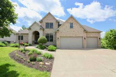 Le Claire Single Family Home For Sale: 18 Sandstone