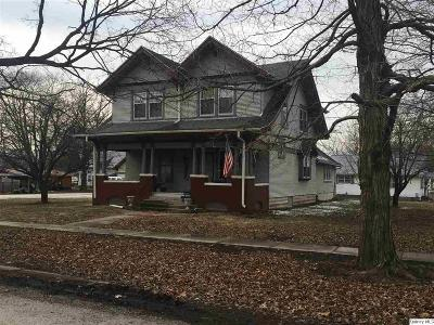 Mt. Sterling IL Single Family Home For Sale: $219,900