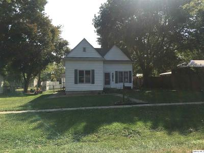 Mt. Sterling IL Single Family Home For Sale: $78,500