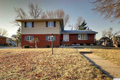 Quincy IL Single Family Home Contingent - Show: $169,900