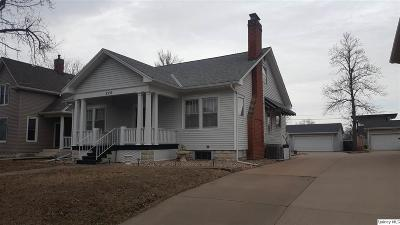 Quincy IL Single Family Home For Sale: $156,900