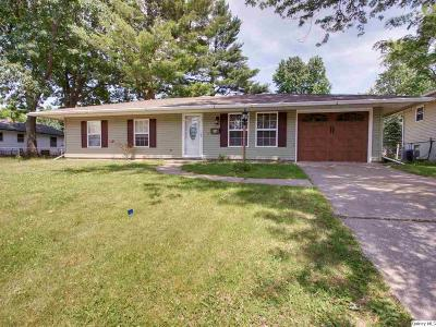 Quincy IL Single Family Home Contingent - Show: $105,900